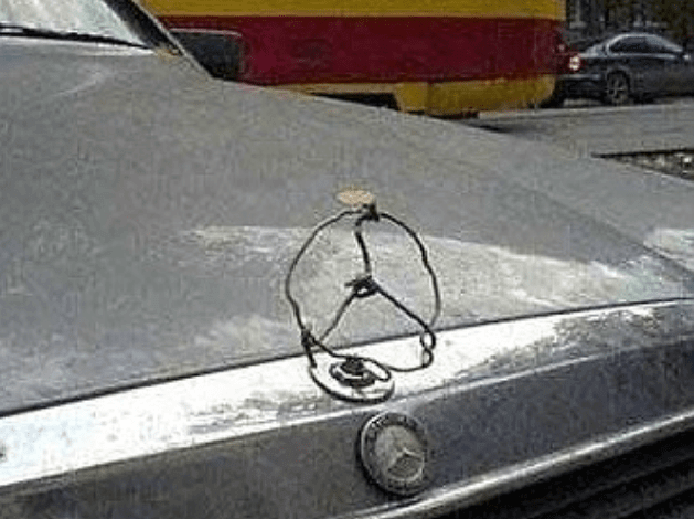 Funny pictures - a mercedes sign